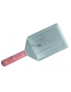 Лопатка с острыми краями и деревянной ручкой 16х12,5см